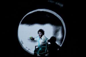 Doctor-Faustus-Lights-the-Ligthts.-Photo-Henrique-Oda.-Actor_-Ricardo-Gell